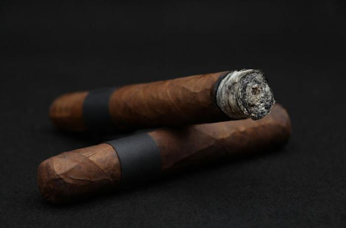 Medium Size Cigar - Robusto